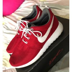 Red Nike roshes